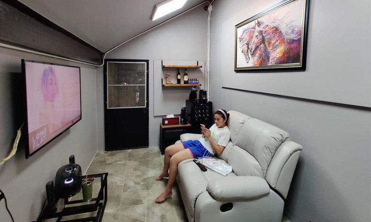 Ý tưởng biến nhà kho thành phòng khách theo phong cách tối giản.